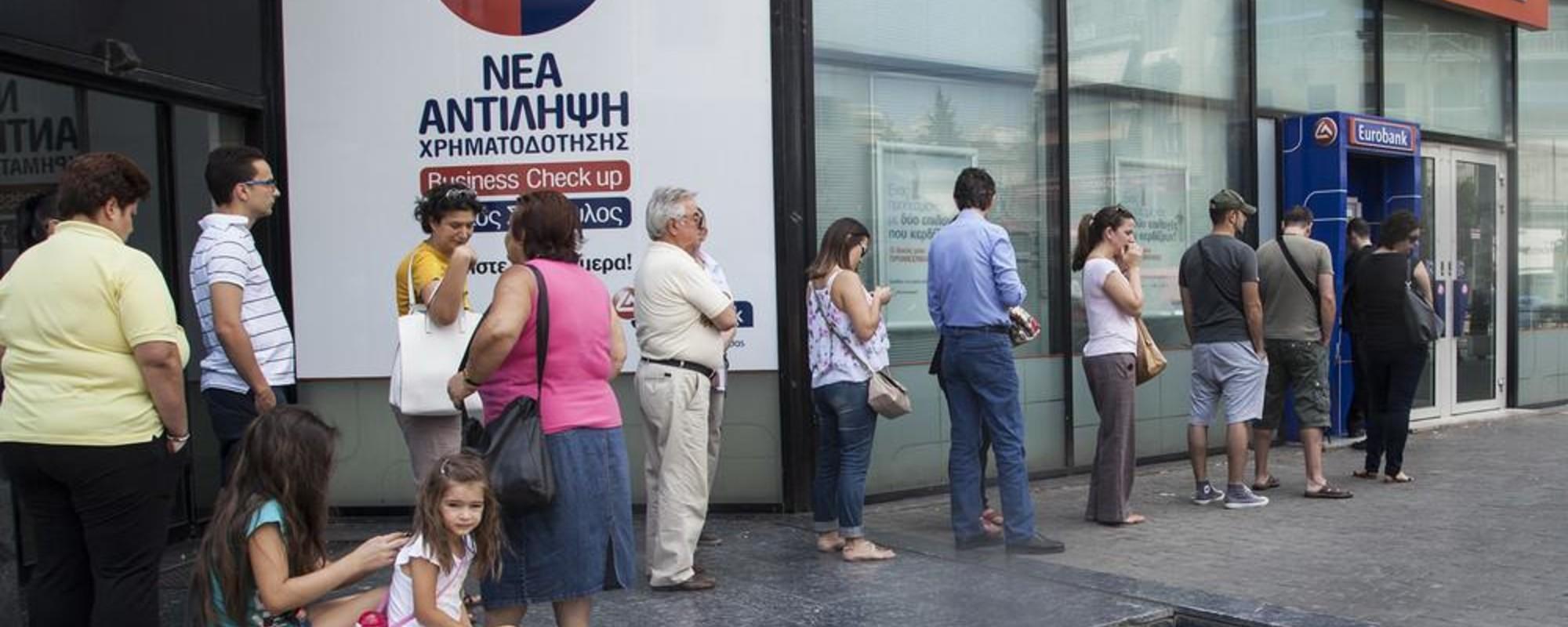 Gregos Limpando suas Contas Bancárias Depois do Anúncio do Referendo