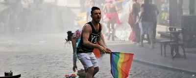 La policía turca reprimió violentamente el desfile del día del orgullo gay en Estambul