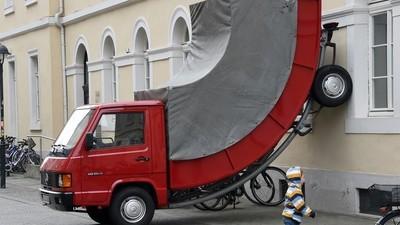 O instalație de artă a primit o amendă de la polițiștii nemți