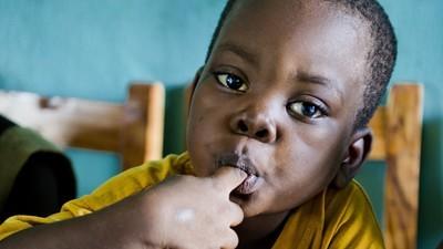 Mit dieser App kannst du mit einem Knopfdruck einem hungernden Kind eine Mahlzeit spendieren