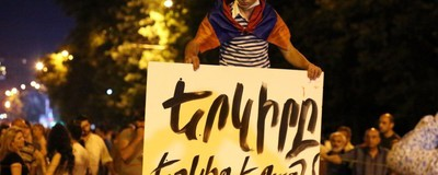 Die armenische Bevölkerung geht auf die Straße