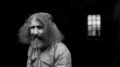Povestea lui Juju, care locuieşte boem în fosta mină din Anina