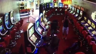 Un tipo ha disparado a otro a la cara en un casino de Barcelona