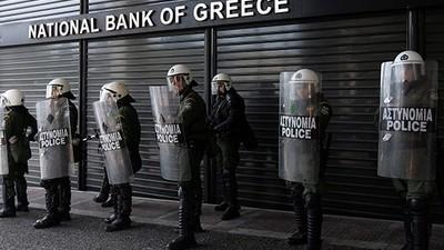 Wieso die Griechen ihr Geld nicht einfach in Bitcoin anlegen können