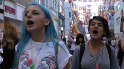 Gaze lacrimogene și gloanțe de cauciuc, la parada gay din Istanbul