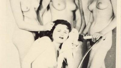 Hele oude, stiekeme erotische foto's uit Servië