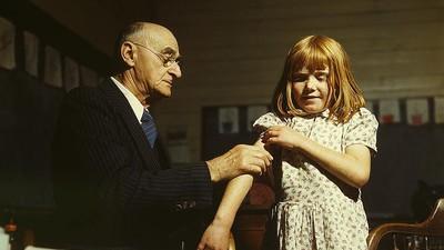 Wir haben mit einem impfkritischen Arzt gesprochen, der nur ein bisschen wahnsinnig ist