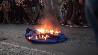 Μικροεπεισόδια Χθες στο Κέντρο της Αθήνας σε Πορεία Αντιευρωπαϊστών