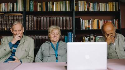 Zu Besuch im Altersheim—Wie reagieren alte Menschen auf aktuelle Musikvideos?