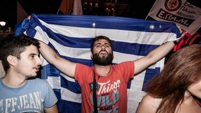 Foto dai festeggiamenti per la vittoria del no ad Atene