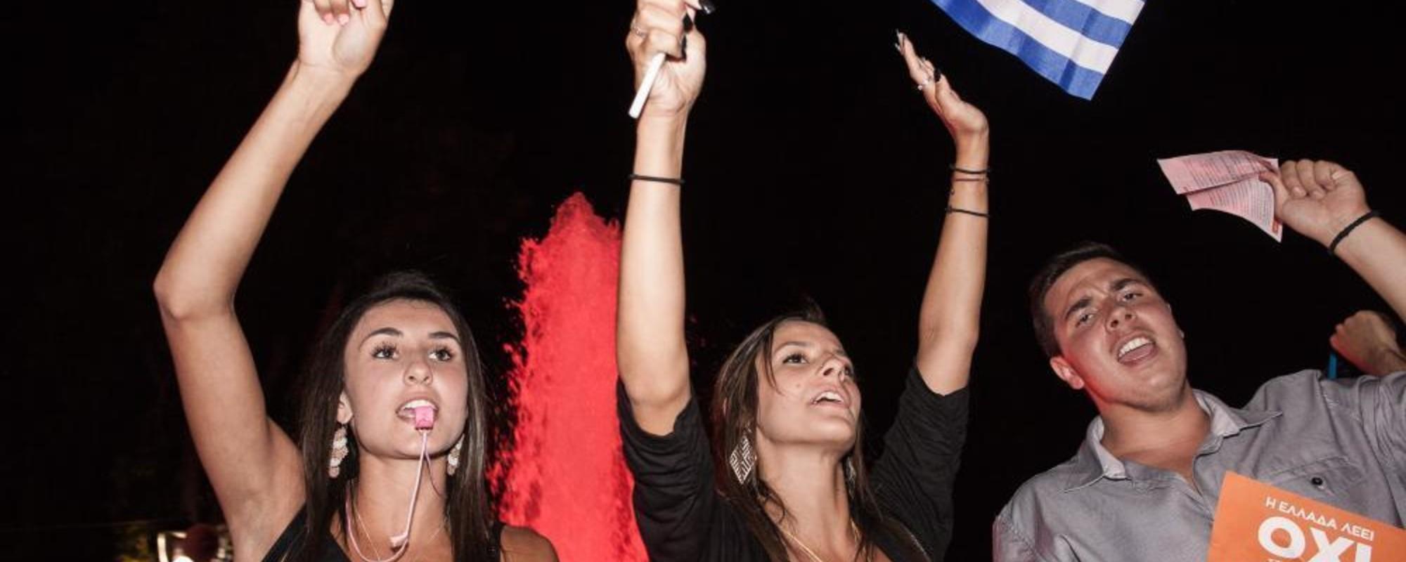 Los atenienses celebran el abrumador 'No' a la austeridad
