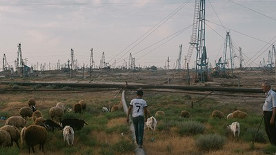 Bienvenue dans les champs de pétrole d'Azerbaïdjan