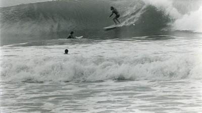 Surf sobre tablas de planchar con desertores de Vietnam
