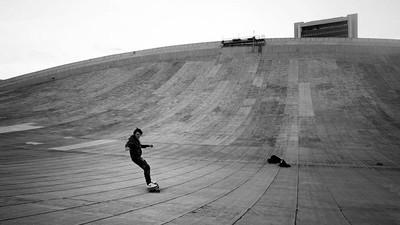 El techo de un estadio se convierte en una pista de skate