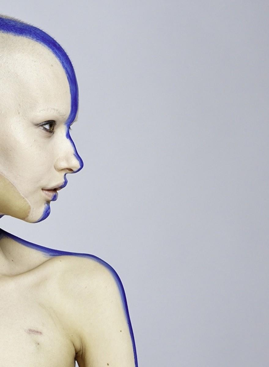 Außergewöhnliche Fotos einer Frau, die ihren Kiefer und ihre Modelkarriere an Krebs verlor