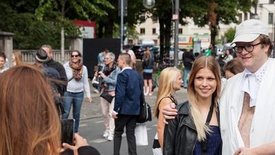 Ich habe mich wie ein Vollidiot angezogen, um mich auf der Fashion Week von Bloggern fotografieren zu lassen
