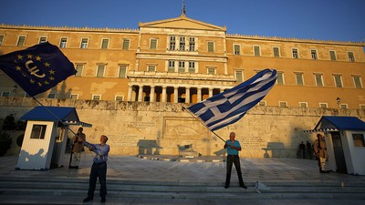 Possible Greece Bailout Deal Emerges as Pro-European Greeks Rally in Athens