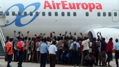 Deportaciones por mar y aire en España: 3.373 expulsados en 2014