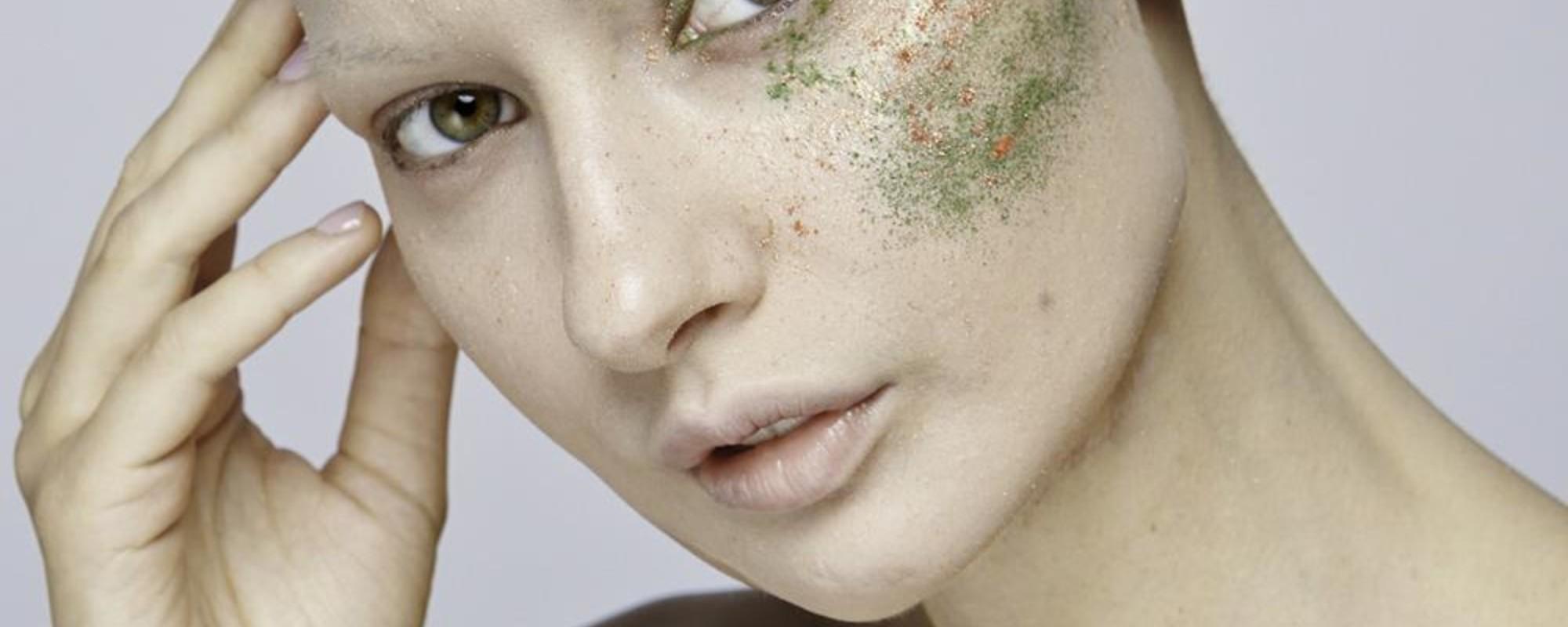 Tânăra care s-a întors la modeling, după ce și-a pierdut falca din cauza cancerului
