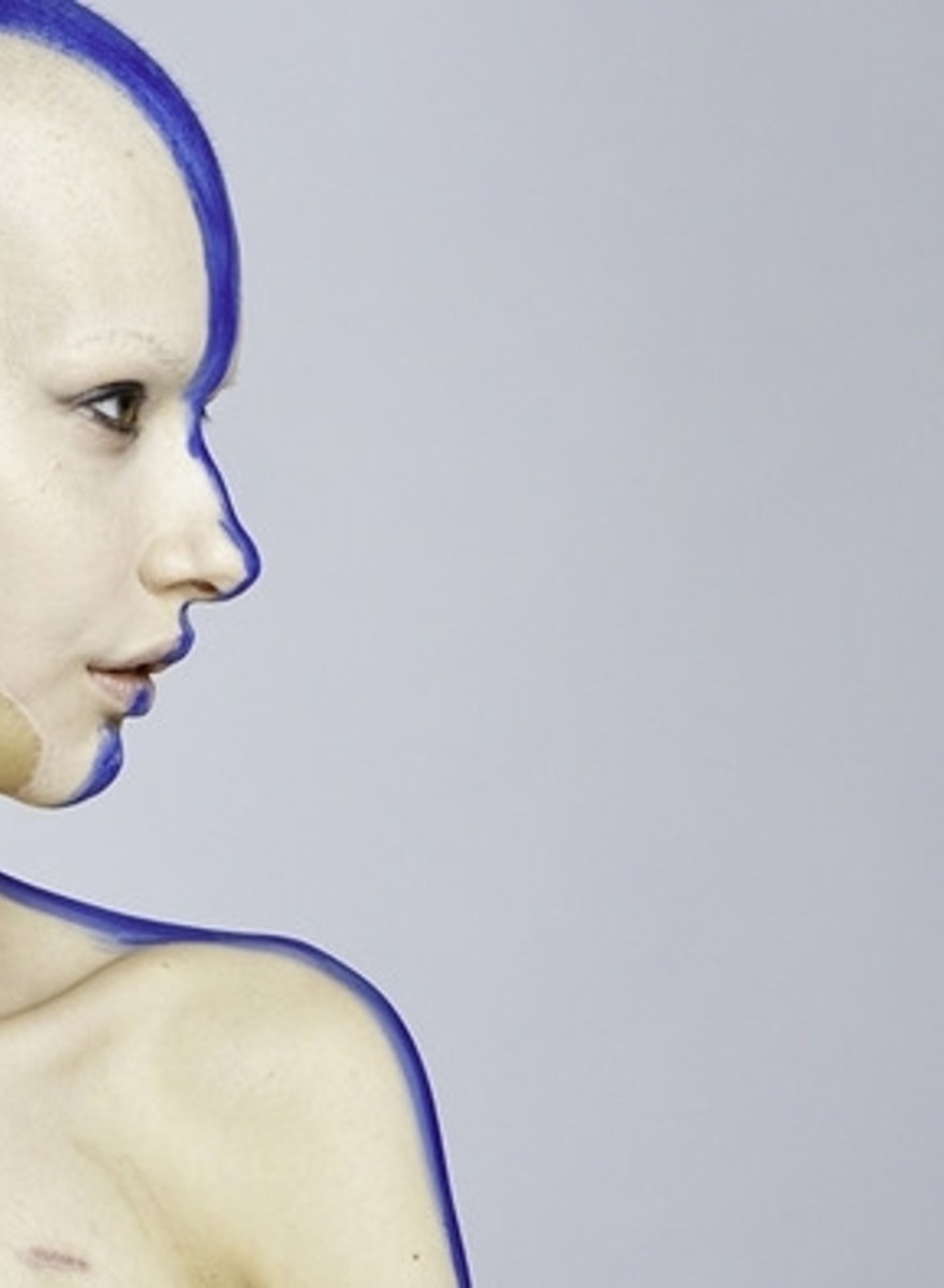 Le straordinarie foto della donna che è tornata a fare la modella dopo aver perso la mandibola a causa del cancro