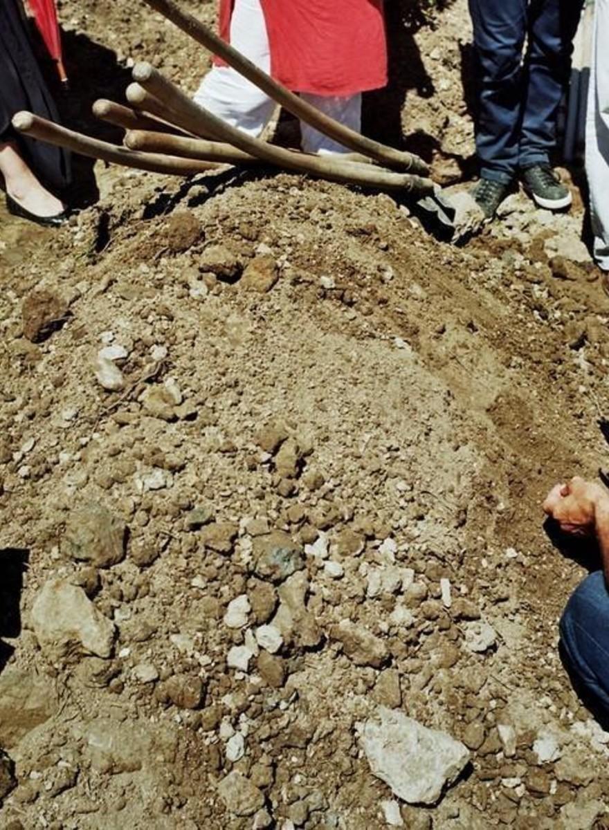 Het begraven van Srebrenica-slachtoffers, twintig jaar na het bloedbad