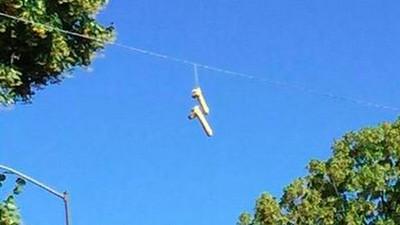 In Portland hängen Hunderte Dildos an den Stromleitungen