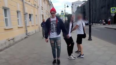 Abbiamo intervistato il ragazzo dietro al video che mostra l'omofobia nella società russa