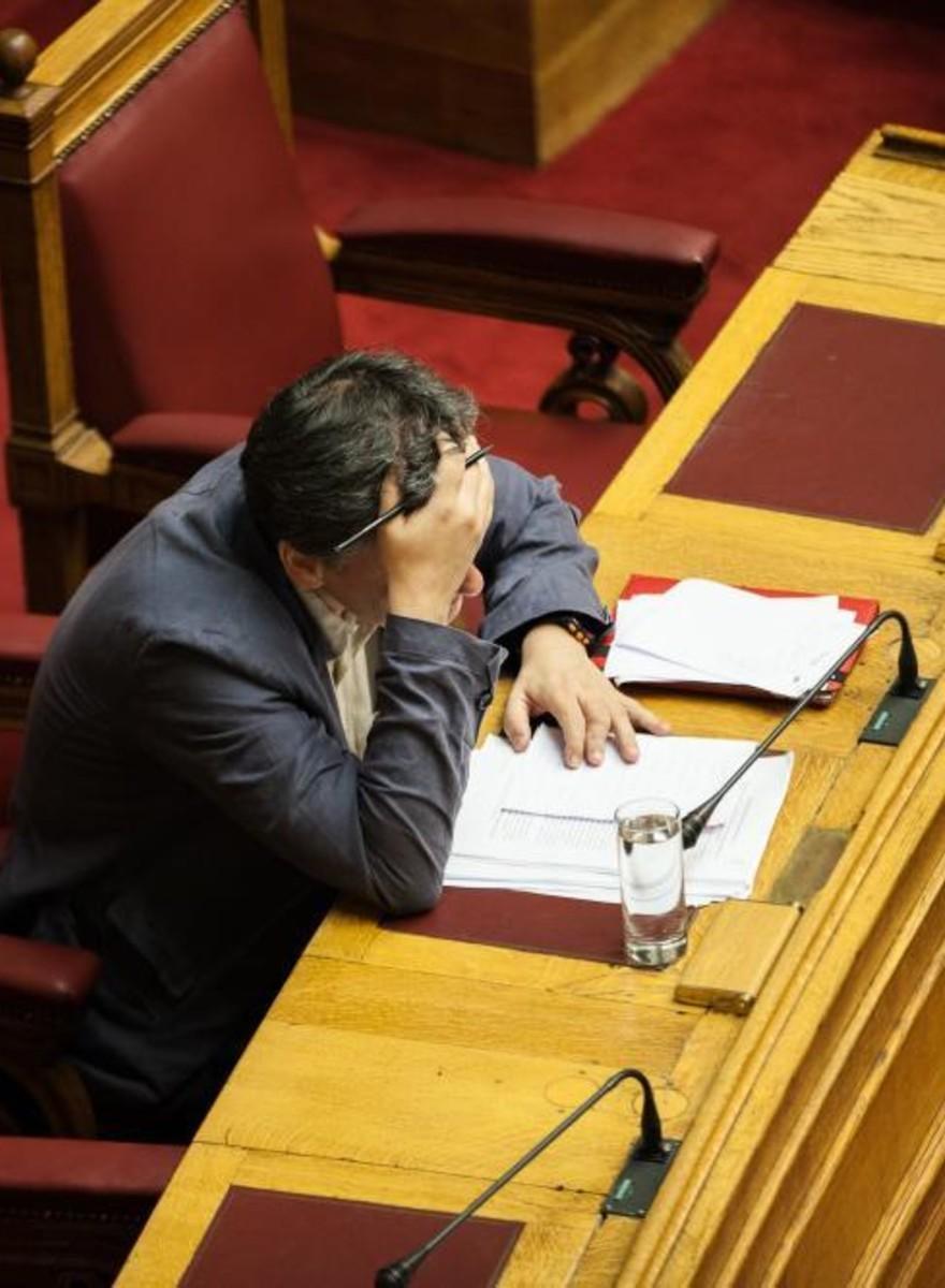 Passei uma Noite Extremamente Estressante no Parlamento Grego