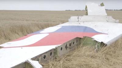 Precies een jaar na de MH17-crash zijn er nieuwe beelden van de rampplek opgedoken