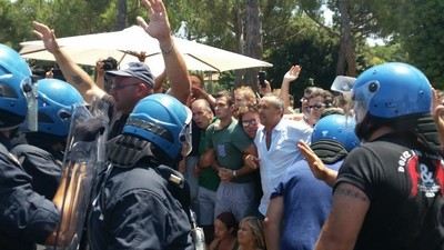 A Roma c'è stata l'ennesima protesta violenta contro i migranti