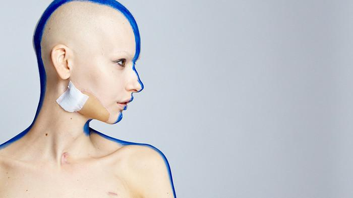 The Extraordinary Photos of a Woman Who Returned to Modelling After Losing Her Jaw to Cancer