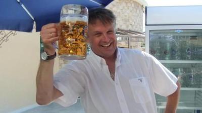 Was man als Wirt eines deutschen Bierlokals in Athen über die Krise lernen kann