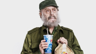 Exclusiva: Fidel Castro se come una hamburguesa del Burger King