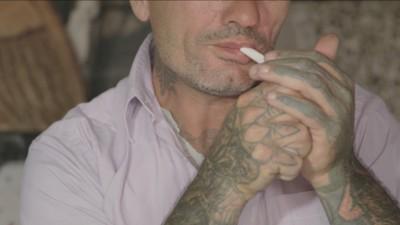 Povestea tipului care face tatuaje într-un buncăr abandonat