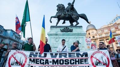 Protestatarii de la Noua Dreaptă nu-s hotărâți dacă urăsc teroriștii, musulmanii sau masonii