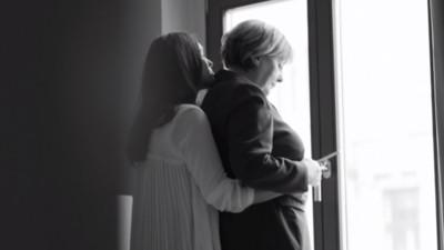 Wir haben mit den Machern hinter dem Merkel-Lesben-Video gesprochen