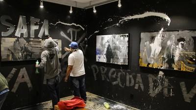 Pixadores de SP Atropelaram a Exposição do Fotógrafo Choque