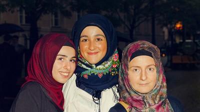 Wir haben junge Frauen gefragt, warum sie Kopftuch tragen