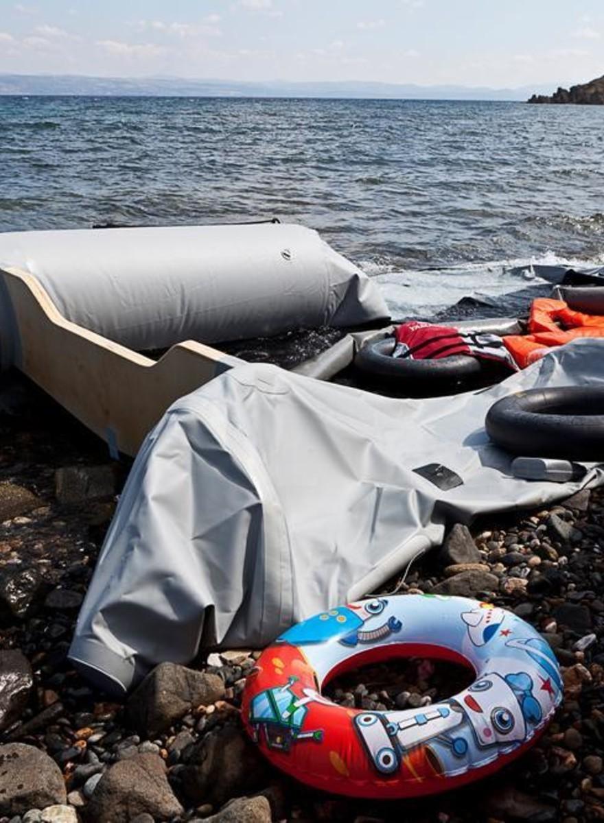 Foto's van de hopeloze vluchtelingenstroom op Lesbos