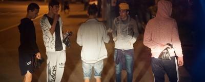 Romii dependenți de droguri din București sunt lăsați să putrezească