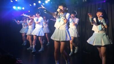 Die japanische Girlgroup und ihre älteren männlichen Fans