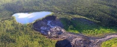 Dieser See wird bald von einer Klippe stürzen