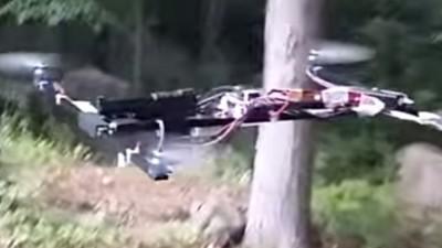 Ein 18-Jähriger hat seine private Drohne mit einer Handfeuerwaffe aufgerüstet