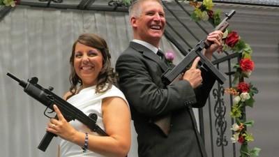 Cum e să te căsătorești cu arma în mână