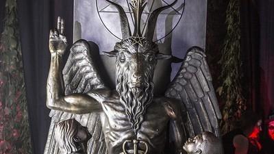 Wir waren bei der geheimen Enthüllung der Baphomet-Statue vom Satanic Temple