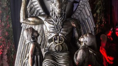 Fuimos a la revelación secreta de la estatua de Bafomet en el Templo Satánico
