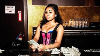 Stripteuzele ne-au explicat codul de bune maniere într-un club de striptease