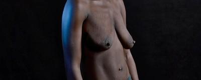 Femmes mutilées et corps froissés