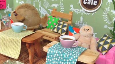 Japanners betalen geld om hun knuffels te laten eten in dit café