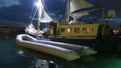 De Sea-Watch mag bootvluchtelingen helpen, maar niet ingrijpen